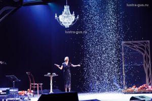 Хрустальная люстра Свеча малая от завода Гусь Хрустальный в концертном зале