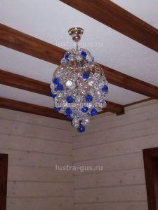 Хрустальная люстра Лора Шар 40 (завод Гусь-Хрустальный) в интерьере загородного дома