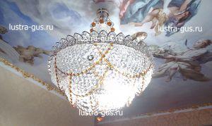 Хрустальная люстра Роза чайная (завод Гусь-Хрустальный) в интерьере квартиры с высоким потолком
