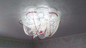 Хрустальная люстра Есения красная Гусь-Хрустальный в интерьере квартиры