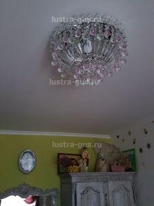 Хрустальная люстра Катерина Шар розовая (завод Гусь-Хрустальный) в интерьере квартиры