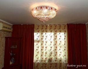 Хрустальная люстра Кольцо Купол цветной (завод Гусь-Хрустальный) в интерьере квартиры