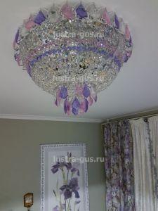 Хрустальная люстра Катерина дубик цветная,  (завод Гусь-Хрустальный) в интерьере квартиры